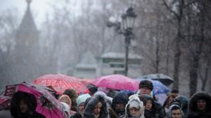 Lange rijen in Moskou voor de gordel van Maria