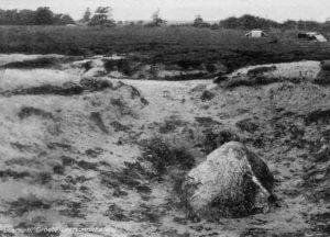 LK3 De Leersumse Kei op de vindplaats, 1930. Foto Uitgeverij Nauta en Zn.